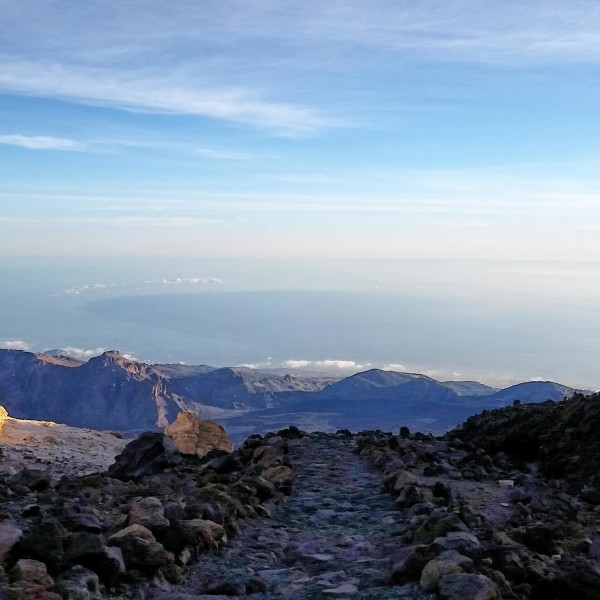 Steinweg oben am Vulkan Pico del Teide