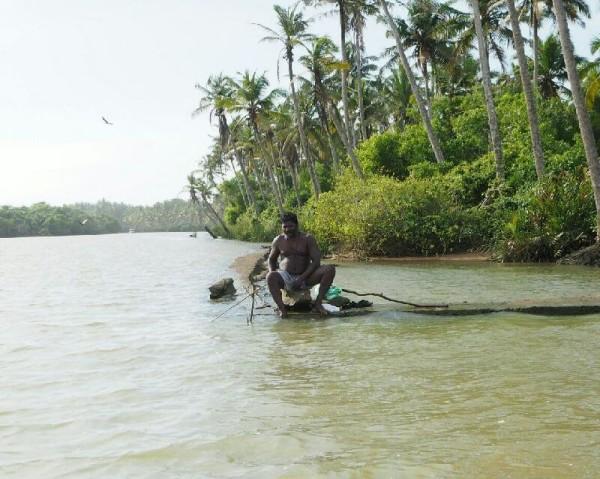 Ayurvedakur in Kerala - In den Backwaters wird gefischt.....