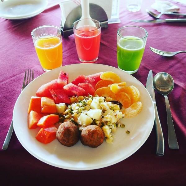 Ayurvedakur in Kerala - Mein Frühstück bestehend aus frischen Früchten.