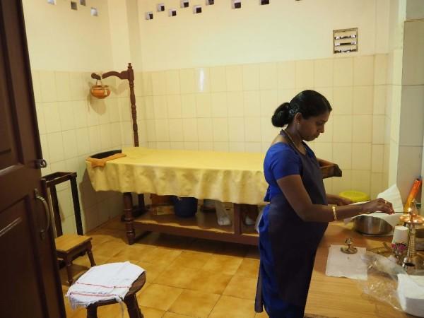 Ayurvedakur in Kerala - Gleich gibt es einen Shirodhara....mmmhhhhmmmm.