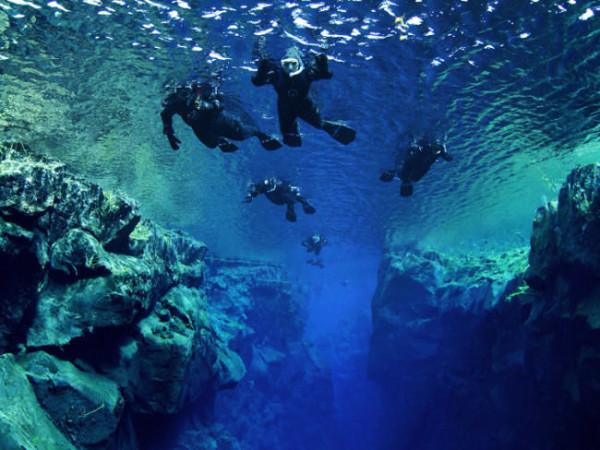 Floating in der Silfra-Spalte