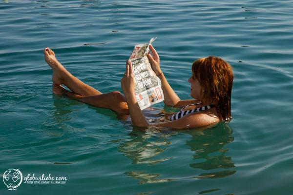 Baden im Toten Meer in Israel. Hier wäre Julia ohne ihre Arbeit auf dem Schiff vielleicht noch nicht gewesen.