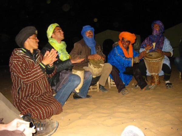 Berber musizieren für uns in der Wüste