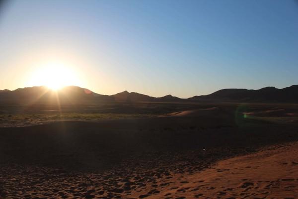 © Jaro Pustul: Sonnenaufgang in der Sahara Wüste