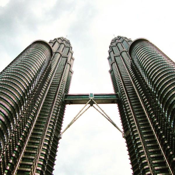Petrona Towers von unten
