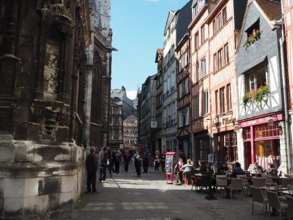 Rouen hat eine wunderschöne Altstadt.