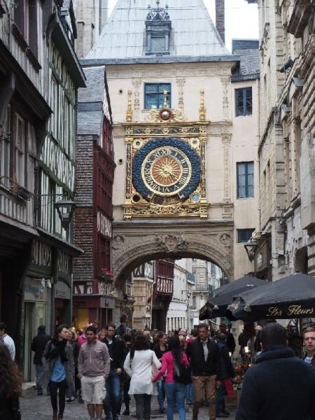 """Die wunderschöne Stadtuhr """"Gros-Horloge""""."""