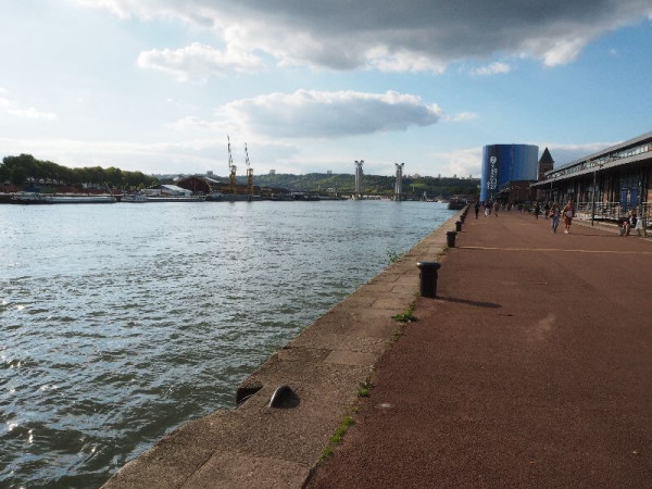 Entlang der Seine ins Panorama XXL (rechts).