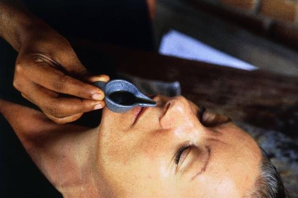 © Somatheeram Ayurvedic Health Resort: So sieht das Ganze aus, wenn die Nase gereinigt wird.