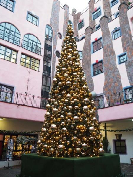 undertwasser Weihnachtsbaum Magdeburg