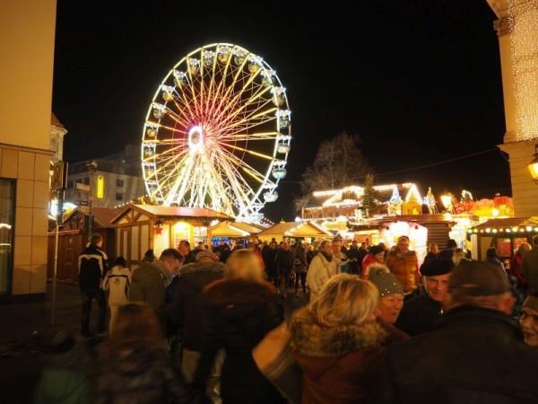 Magdeburger Weihnachtsmarkt Riesenrad in Magdeburg