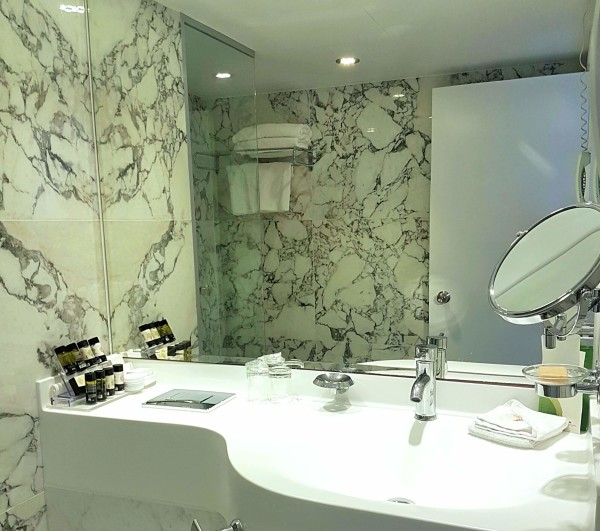 Grecian Park Hotel Badezimmer Spiegel
