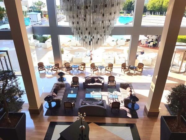 Grecian Park Hotel Foyer von oben