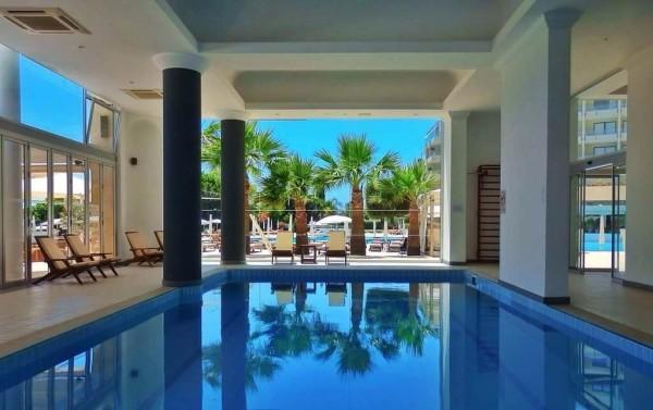 Grecian Park Hotel Swimmingpool
