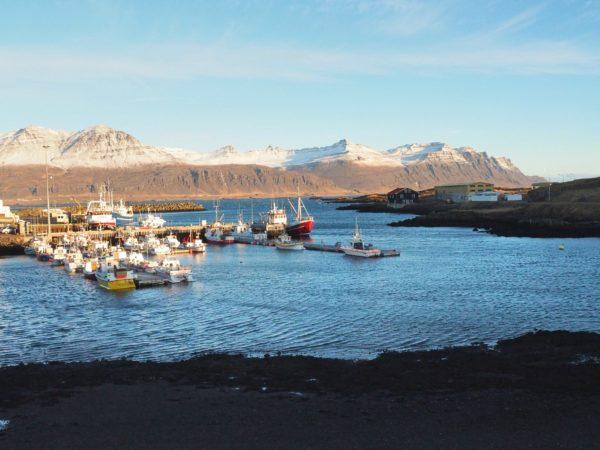 Island Roadtrip im Winter Ostküste Hafen