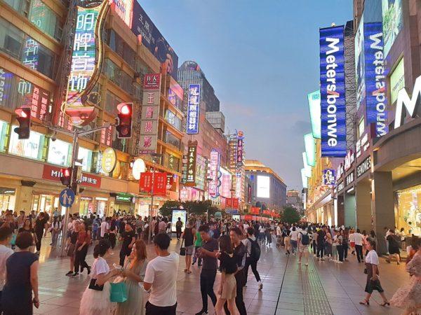China-Shanghai-Nanjing-Lu-Einkaufsstrasse