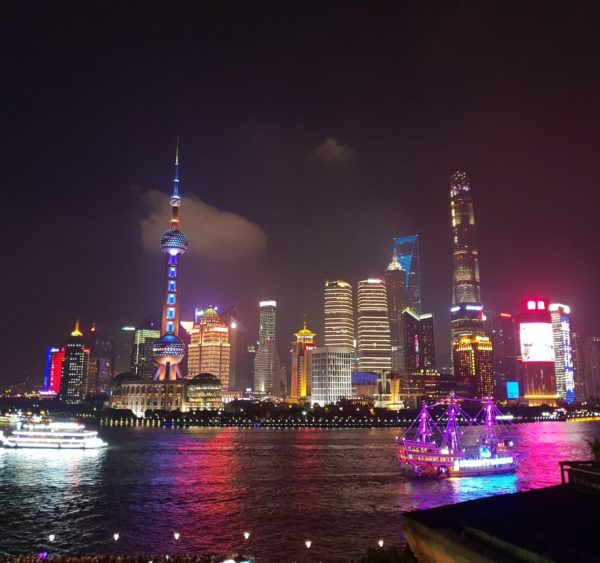China-Shanghai-Nachts-Pudong-Skyline