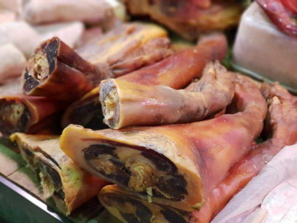 China-Suzhou-Schweinefuesse-Markt-Shantang-Jie-Strasse