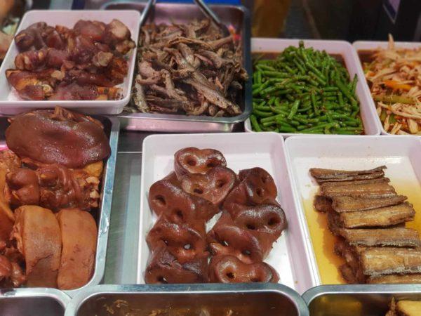 China-Suzhou-Schweinenasen-Markt-Shantang-Jie-Strasse